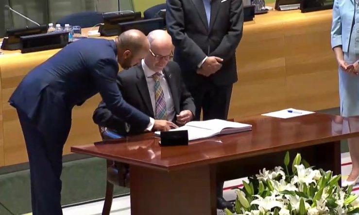 Signature Ban Treaty_New Zealand
